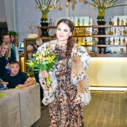 Стильная провокация от мастерской классического костюма и цветочной мастерской Елизаветы Ястовой