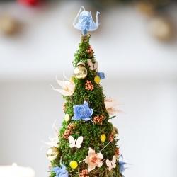 Новогодняя композиция Елочка из стабилизированных цветов