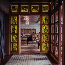Стабилизированный мох в интерьере ресторана