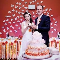 Оранжевая свадьба за городом в конгресс-отеле Ареал