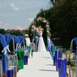 оформление дорожки на свадьбе в голубых тонах